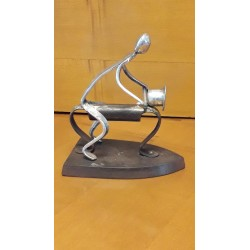 sculpture motard en etain